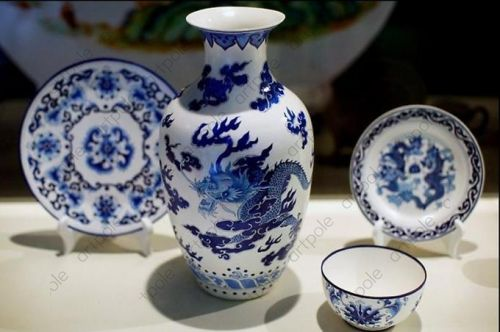 An exhibition of contemporary Chinese porcelain